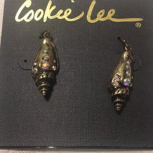 Pretty shel design earings
